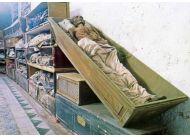 Katakumby klasztoru kapucynów w Palermo to prawdziwa atrakcja dla miłośników horrorów. Można tu obejrzeć 8 tys. mumii