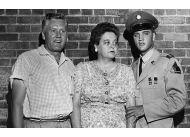 Elvis Presley z rodzicami