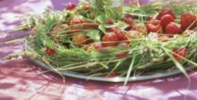 afrodyzjaki, lato, warzywa, sałatka, słodycze, owoce, Noc Kupały, Noc Świętojańska, randka, truskawki, piknik
