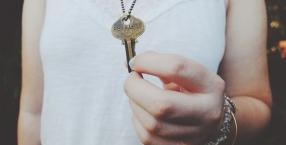 klucz, mieszkanie, rodzina, miłość,Aida Kosojan-Przybysz,