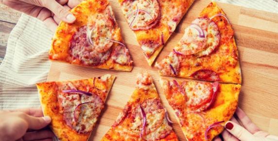 Dla Bliźniaka: pizza z salami