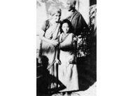 Przez ostatnie dziesięć lat życia zajmowała się tybetańskimi sierotami.