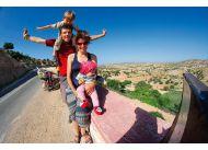 Kajtostany - rodzina w podróży