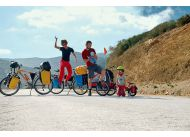 Spakowani i gotowi do jazdy w Oued Laou w Maroku