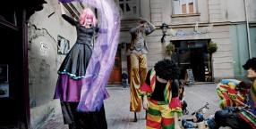 Kraków, magia, radość, fantazja, zabawa, Locomotora, szczudła