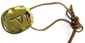 Czy nosić amulet i talizman?
