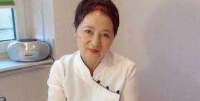 Lari Yugai pochodzi z wyspy Sachalin, z rodziny japońsko-koreańskiej. Tajniki akupresury zgłębiała w Chinach i Korei