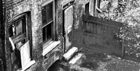Londyn, kamienica nr 26 przy Miller's Court, którędy ze swym oprawcą przechodziła Mary Kelly