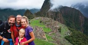 Od lewej: Wojciech, Wojtek, Lusia i Eliza, czyli rodzina Łopacińskich w komplecie w Machu Picchu, w Peru
