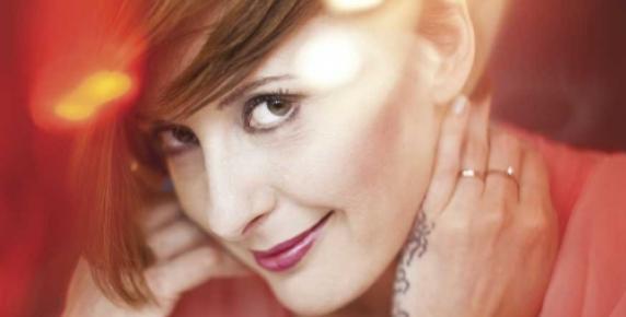 Monika Kuszyńska, była solistka zespołu Varius Manx, która niedawno wróciła na scenę na wózku inwalidzkim