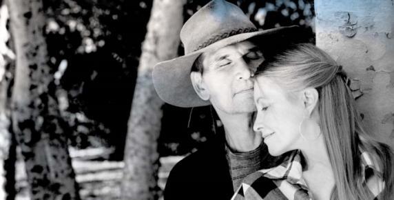 Podobnie jak Lisa, Patrick najbardziej kochał naturę. Na rancho zwanym Bizarro hodowali konie, psy, koty, a nawet koguty i pawie. Jedno z ostatnich wspólnych zdjęć z sierpnia 2009 roku.