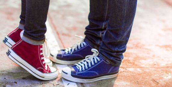 W trampkach na salony - historia butów